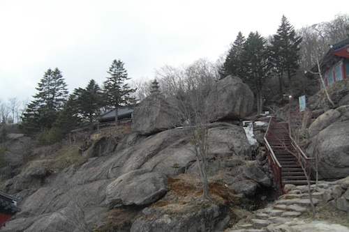 Post image for 2012 Travel Diary #19: Beopgyesa Temple and those Japanese feng-shui stakes