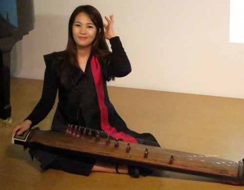 Kim Sun-a demonstrates her steel stringed gayageum at a KCC workshop on 18 June