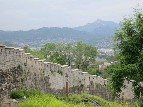 Post image for 2016 travel diary 3: Seoul's Fortress Walls, and genre painting at the DDP